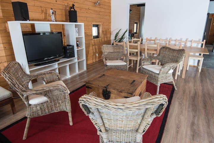Bârzava的民宿