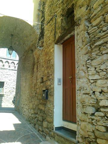 Vessalico的民宿