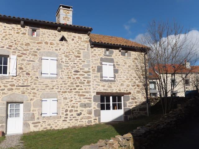 Anglards-de-Saint-Flour的民宿