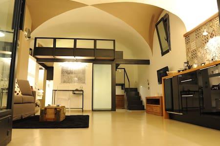 BRAND NEW!!! COloftSSEUM studio