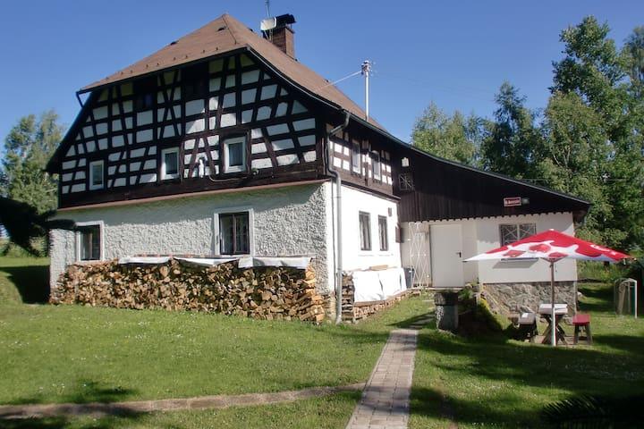 Jindrichovice-Loucna的民宿