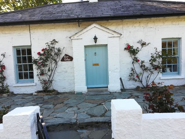 Beautiful Rose Cottage Rathmullan Donegal.
