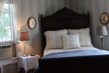 Beautiful Homey Feeling Room - Blue Room