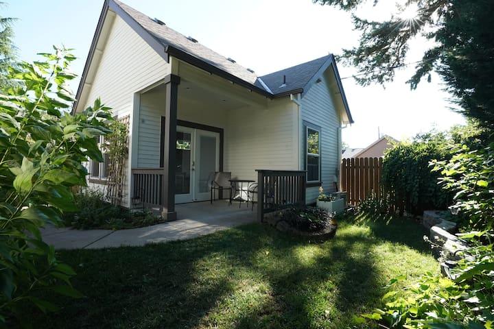 Guest cottage-SE Portland's Foster-Powell district