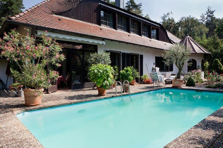 Zimmer in exclusiver Villa