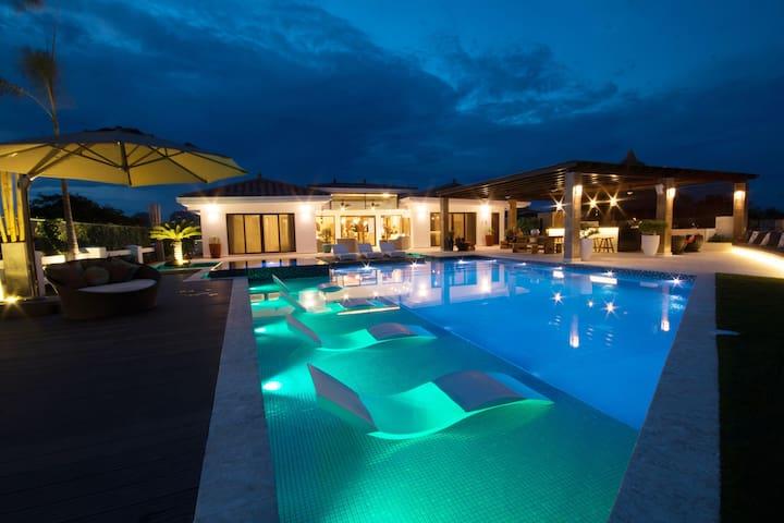 Vista Mar Golf, Beach & Marina的民宿