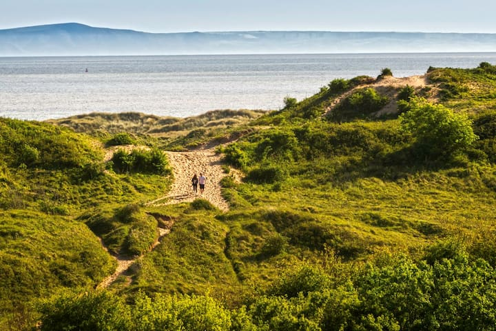 Seaside Family Bungalow with Coastal Views