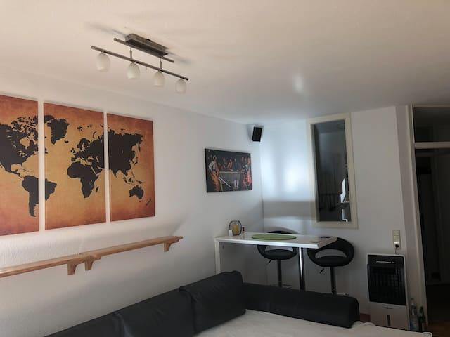 1Z Apartment mit Balkon in zentraler/ruhiger Lage
