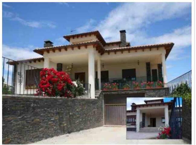 Amplia casa rural ajardinada