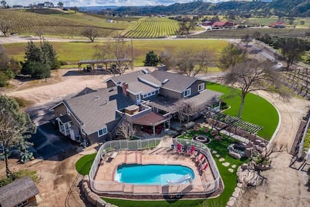 Luxury Villa Stunning Vineyard With Pool & Hot Tub