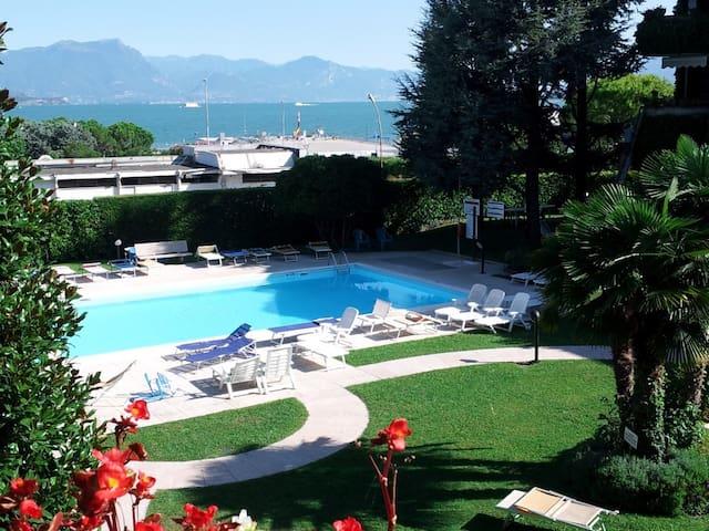 Ai Teatri Apartment with lake view