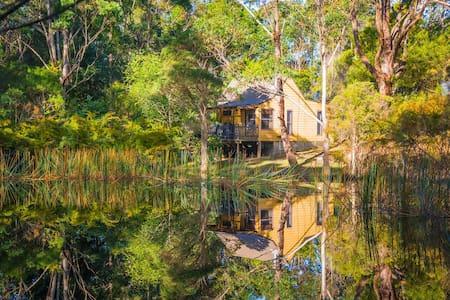 Billabong Cottage on 25 acres