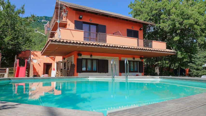Montebello di Bertona的民宿