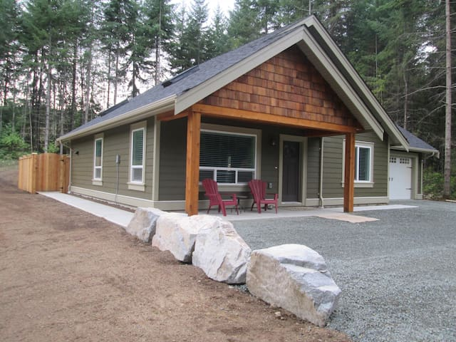 Inviting-Immaculate-new home in Parksville