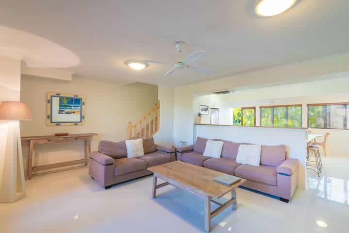 Large 4 Bedroom Unit in Noosa Outrigger Resort