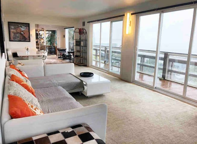 Beautiful Lakeview Penthouse in Downtown Kirkland