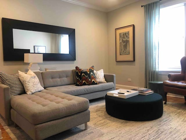 Prime Wrigleyville Local, perfect 4 long term stay