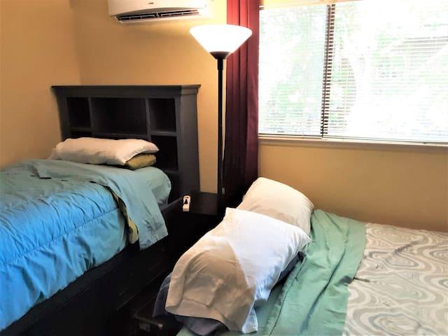 Spacious bedroom in house in quiet neighborhood