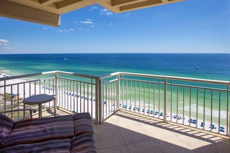 Penthouse, 3BR/3BA, Right on Destin Gulf & Beach!