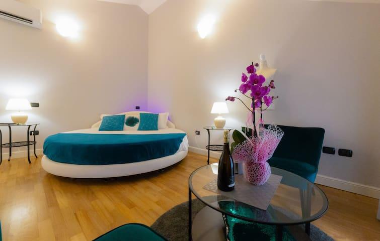 Marina Centro Suite: Monolocale con letto tondo