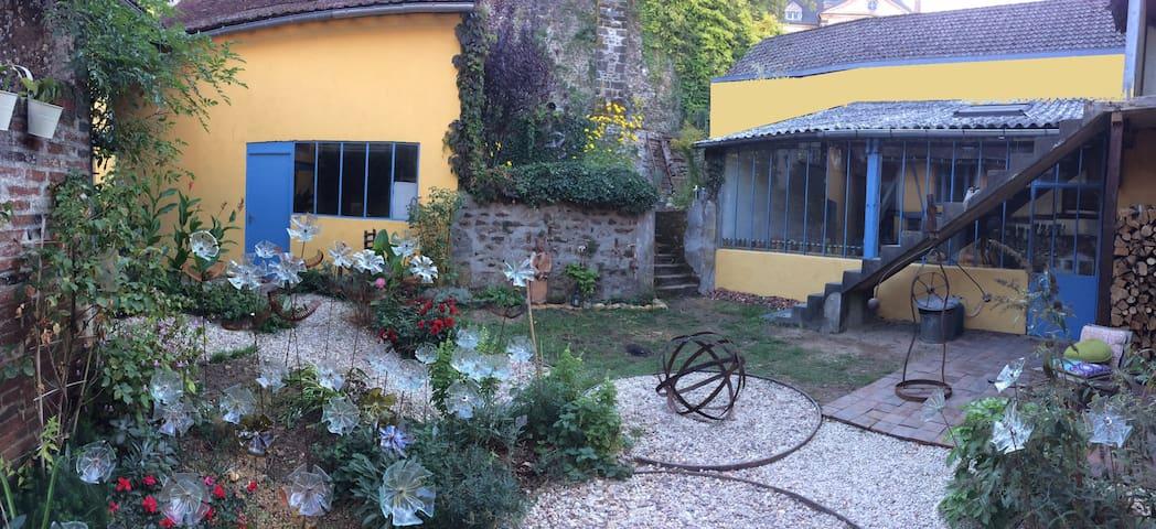 Saint-Sauveur-en-Puisaye的民宿