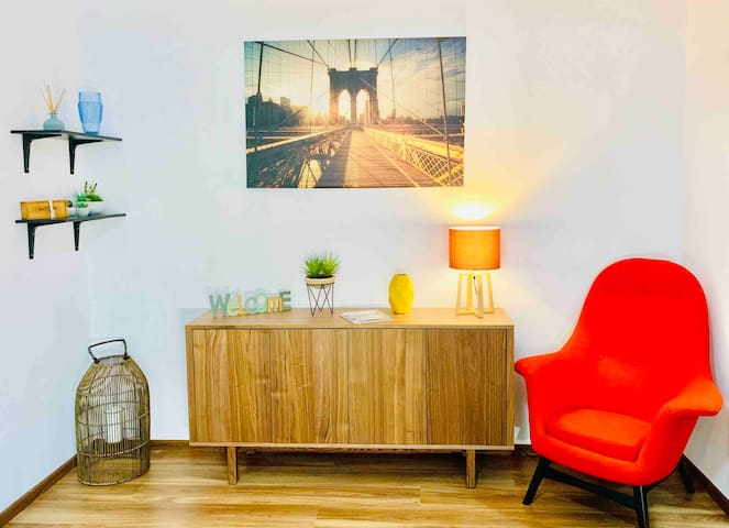 Modern & Newly renovated apartment-Park Lake Mall