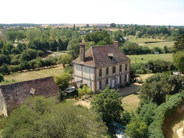 Rueil-la-Gadelière的民宿