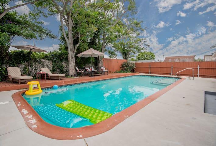 *Peaceful & Relaxing Sanctuary*  Pool & Hot Tub!!!