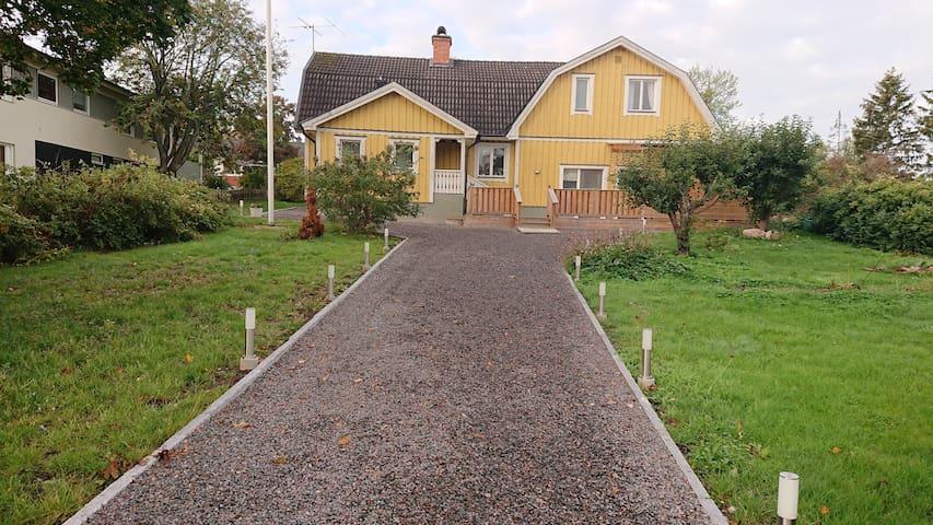 Upplands Väsby Östra的民宿