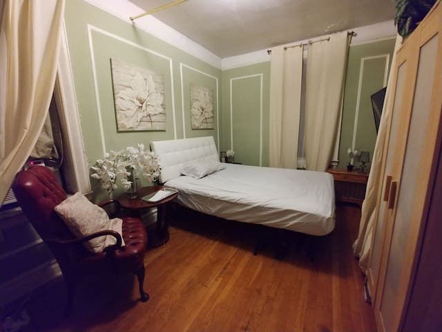 Cozy nook in Bronx 5 mins from Botanical Gardens!