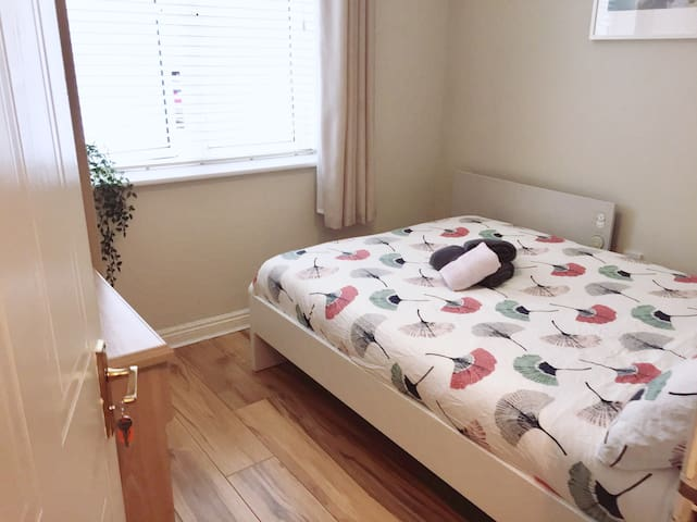 Perfect Location small but cozy room, City Centre!