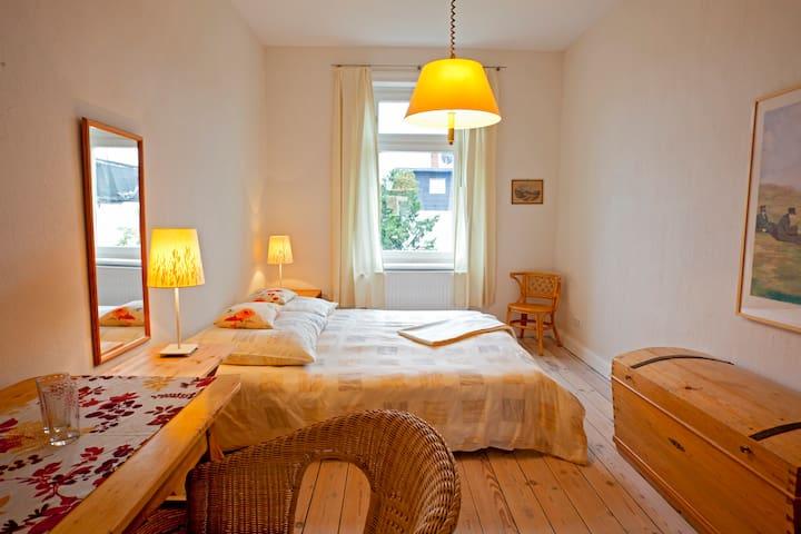 Gemütliches Zimmer mit Bad Nähe Holstentor