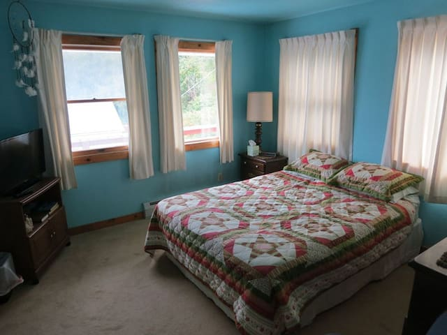 A Sheltered Harbor Lodging: Room 3