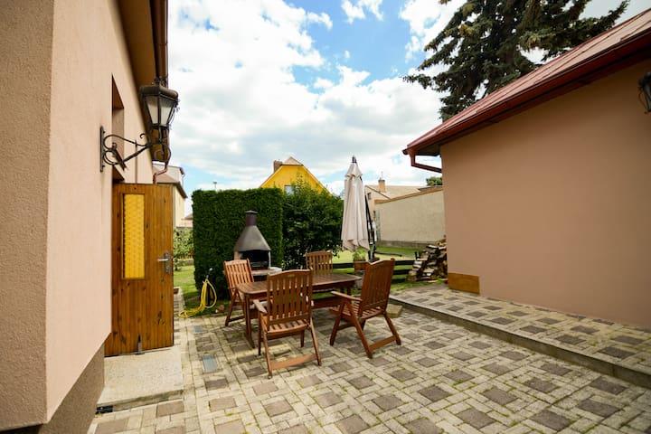 Praha-Řeporyje的民宿