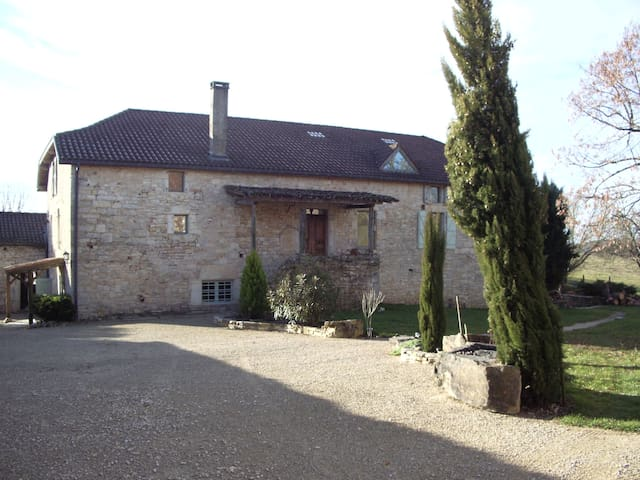 Bellefont-La Rauze的民宿
