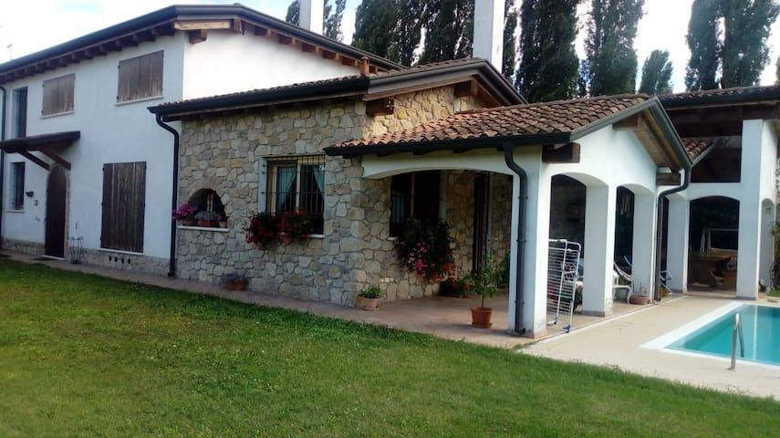 Correggio Micheli的民宿