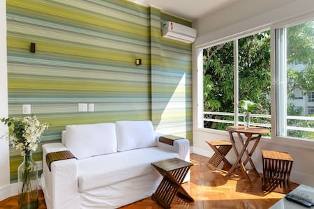 41m from the Ipanema Beach, Silent