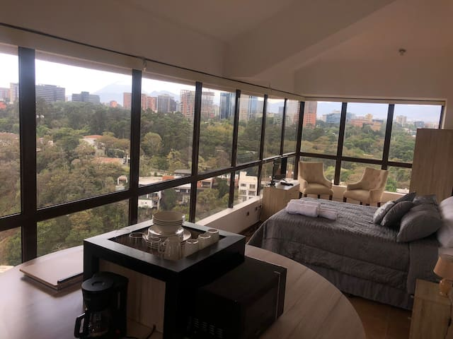 Estudio-apartamento en PH (independiente) zona 15