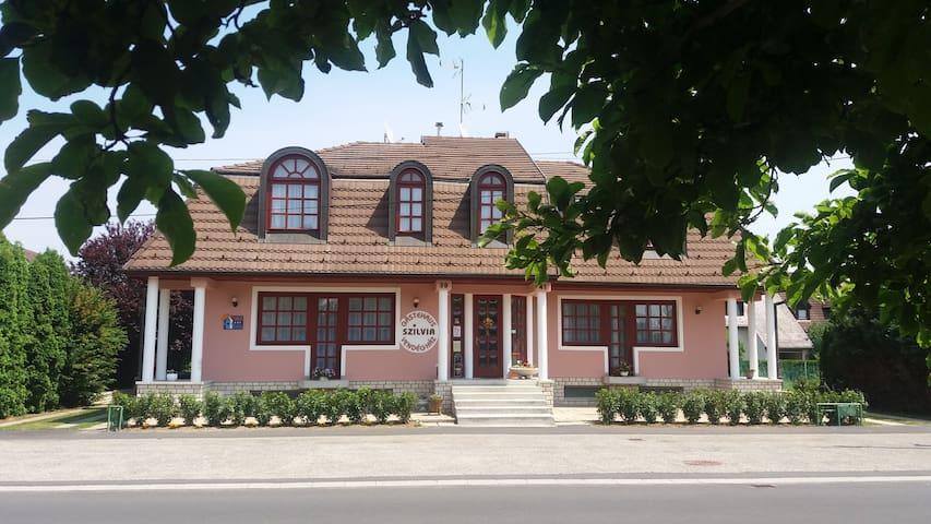 Szilvia Guesthouse