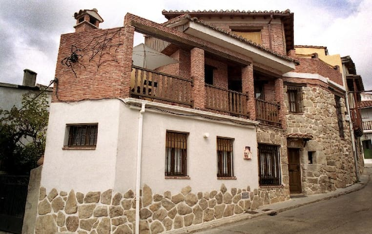 Piedralaves的民宿