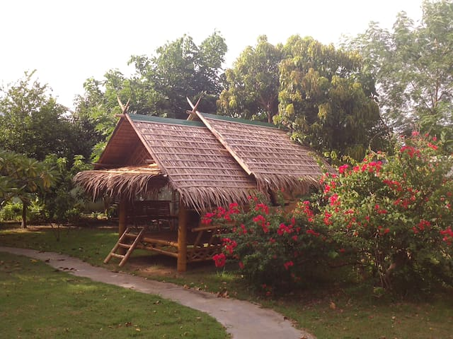 Kanchanaburi的民宿