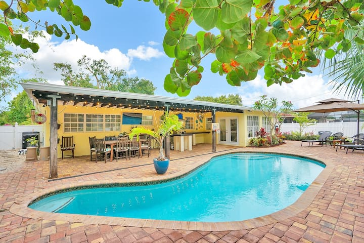 Smart House & Dream Backyard w Pool/Jacuzzi/BBQ