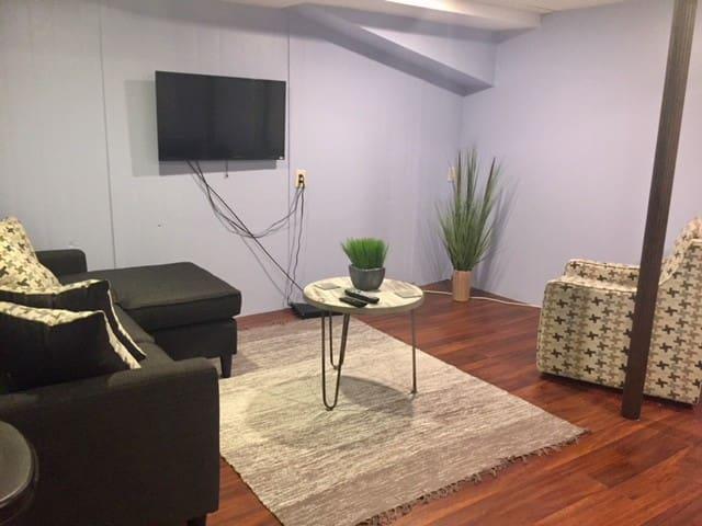 Modern Studio Perfect Location Albany