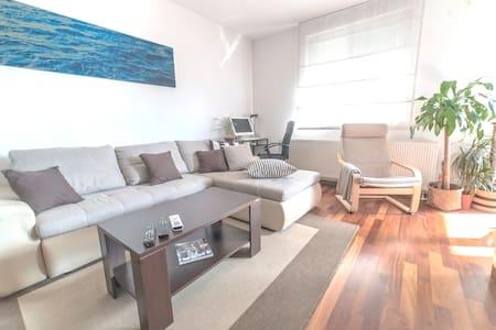 Premium apartment - great location! Free parking!