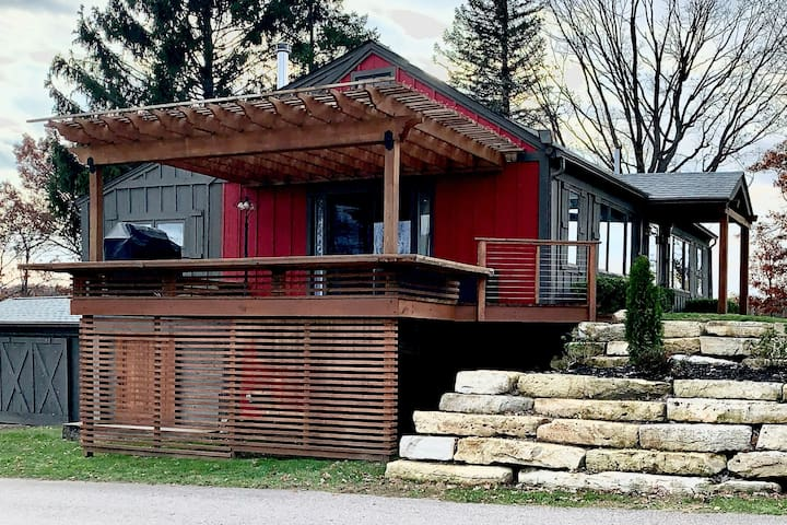Stay on a Lakefront Horse Farm: Clubhouse Cabin #3