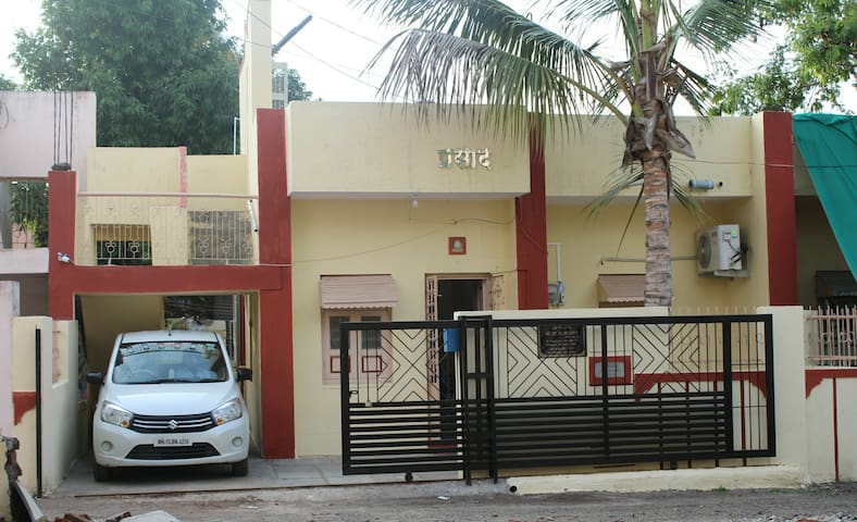 """PRASAD""2BHK AC/Furnished Lakeview For 4-6 guests"