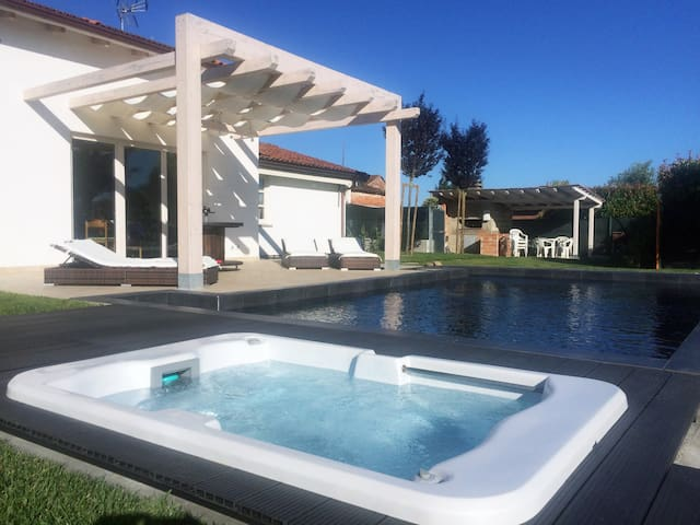 Luxury Villa whit Black pool & Jacuzzi