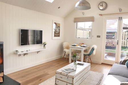 Luxury Coastal Cottage for 2