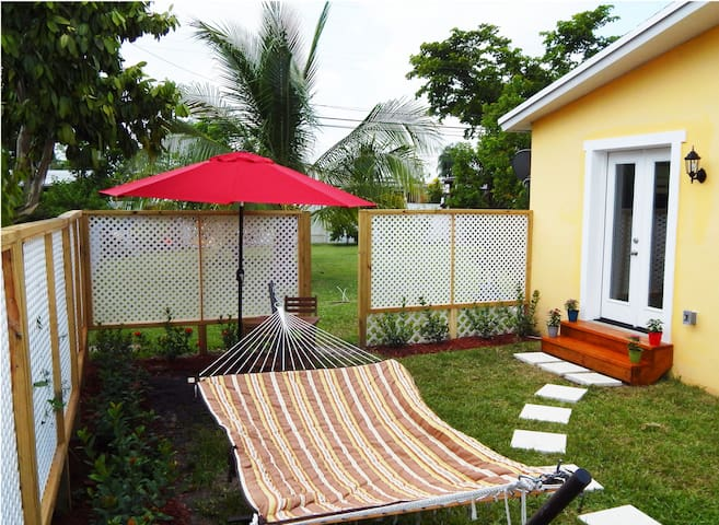 Relaxing & Spacious Studio with Private Yard