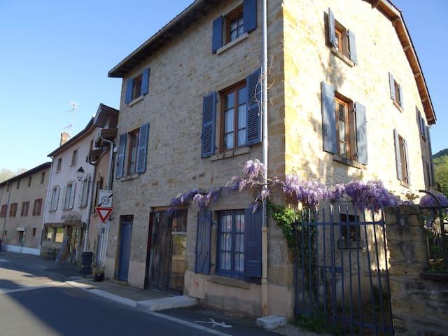 Saint-Romain-au-Mont-d'Or的民宿
